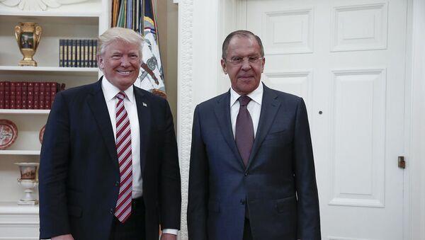 El presidente de EEUU, Donald Trump, junto al ministro de Exteriores de Rusia, Serguéi Lavrov (archivo) - Sputnik Mundo