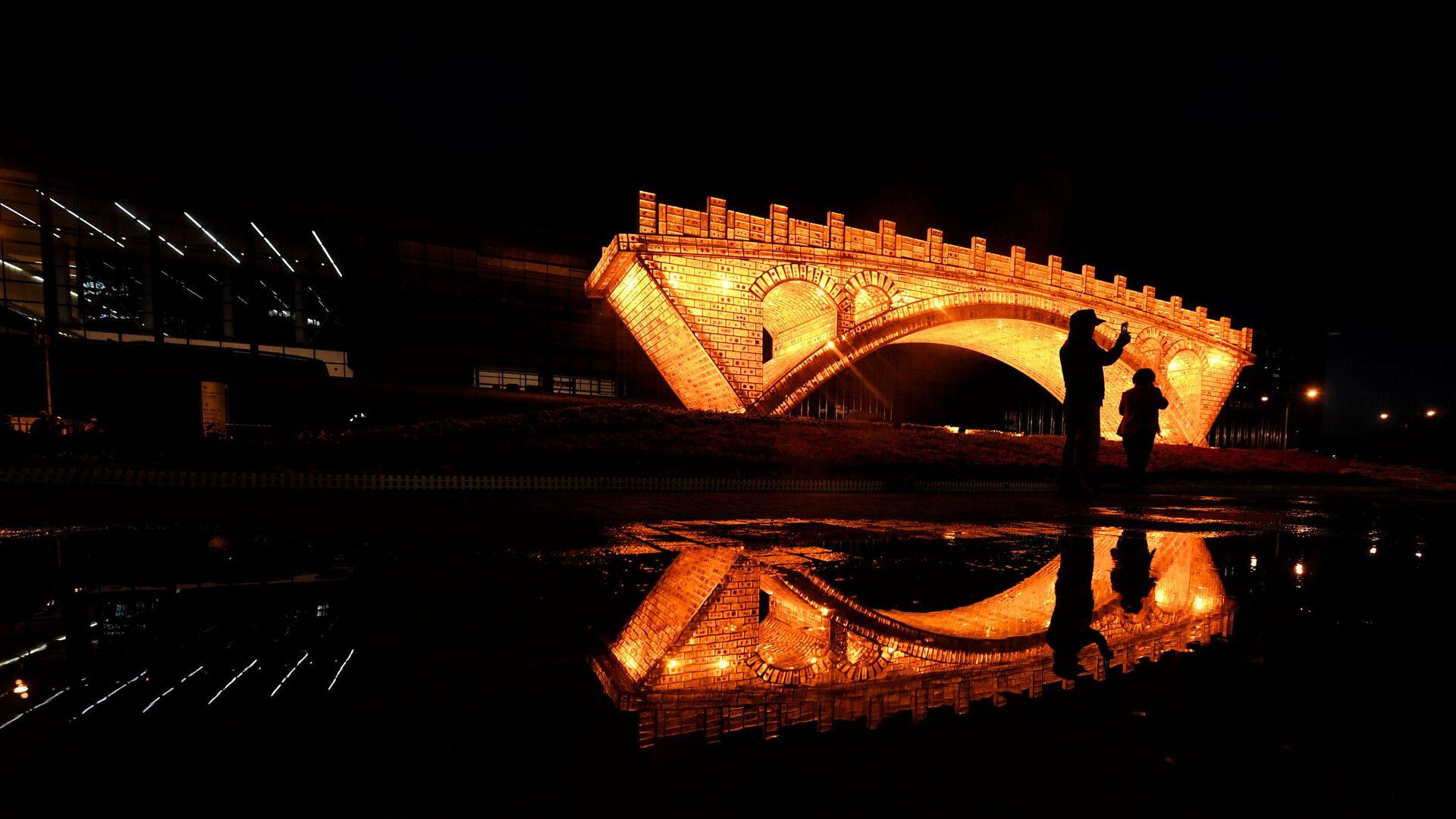 Instalación Puente de Oro en la Ruta de la Seda en Pekín - Sputnik Mundo, 1920, 27.03.2021
