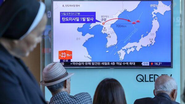 Lanzamiento del misil por Corea del Norte - Sputnik Mundo