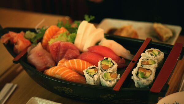 Sushi y sashimi - Sputnik Mundo