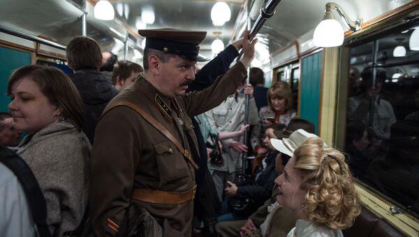 La recreación histórica de la jornada de apertura del metro de Moscú - Sputnik Mundo