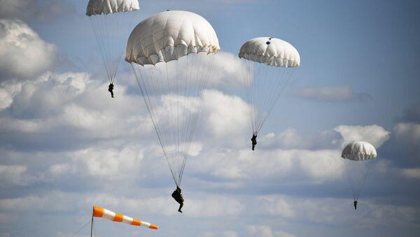 Los militares de Rusia y Bielorrusia durante el aterrizaje de la Tropas Aéreas - Sputnik Mundo