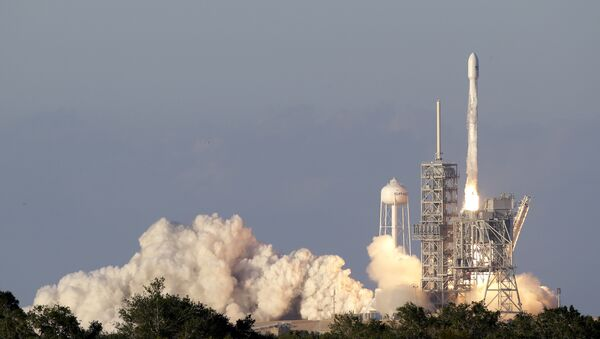 Lanzamiento de Falcon 9 (archivo) - Sputnik Mundo