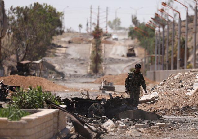 Un combatiente de las Fuerzas Democráticas de Siria (FDS) en la ciudad siria de Tabqa