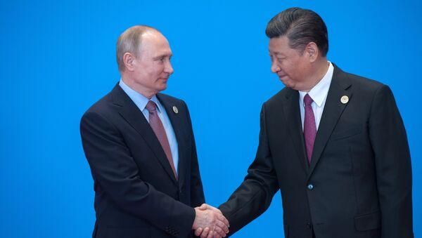 Vladímir Putin, presidente de Rusia y Xi Jinping, presidente de China - Sputnik Mundo