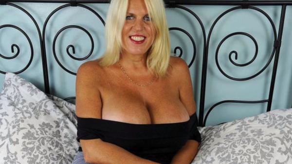 Sharon Perkins, la mujer de la operación de pecho - Sputnik Mundo