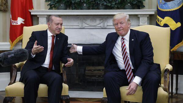 Presidente de EEUU, Donald Trump, y el presidente de Turquía, Recep Tayyip Erdogan - Sputnik Mundo