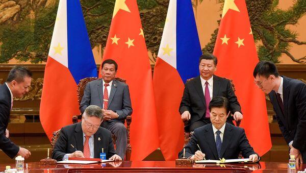 Presidente de Filipinas, Rodrigo Duterte, y presidente de China, Xi Jinping - Sputnik Mundo