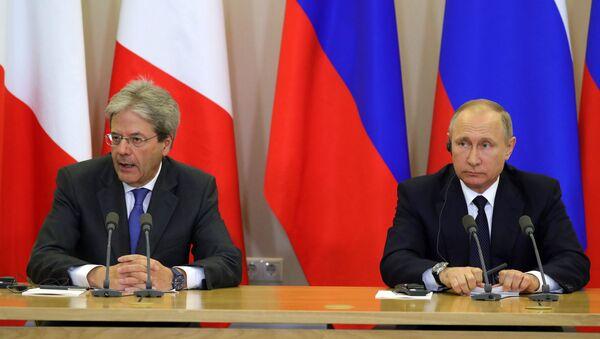 Presidente ruso, Vladímir Putin con el primer ministro de Italia, Paolo Gentiloni - Sputnik Mundo