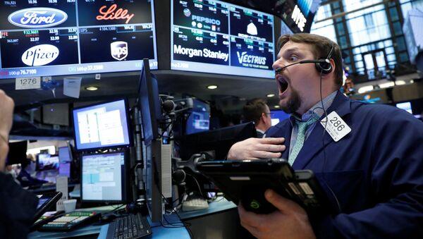 Los comerciantes trabajan en la NYSE en Nueva York - Sputnik Mundo