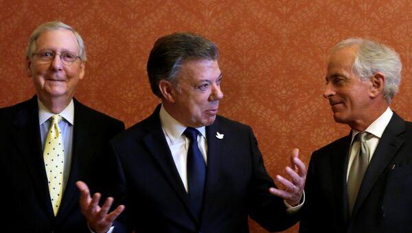 Mitch McConnell, Juan Manuel Santos, Bob Corker - Sputnik Mundo