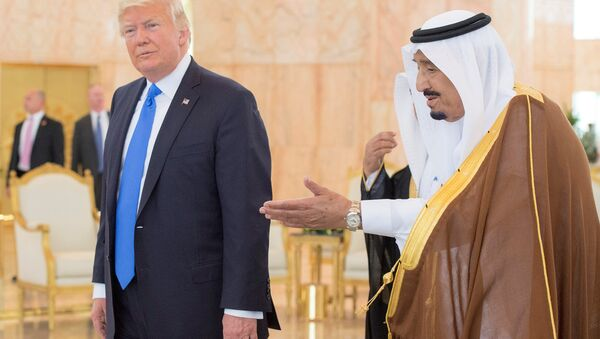 Donald Trump, presidente de EEUU, y Abdelaziz al Saud, rey de Arabia Saudí - Sputnik Mundo