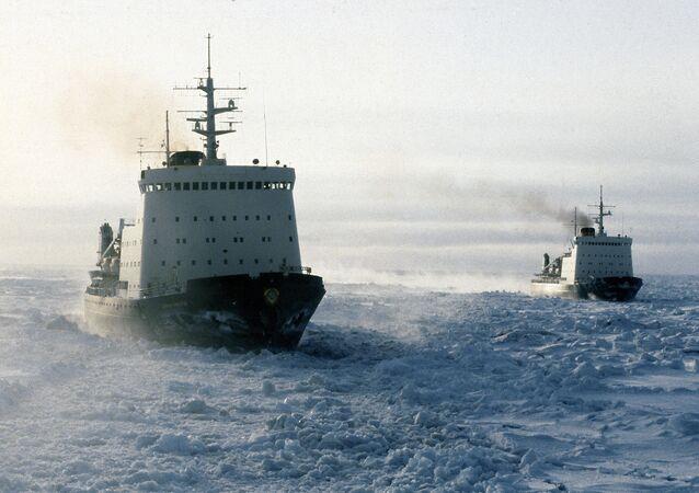 Buques soviéticos en el mar de Chukotka
