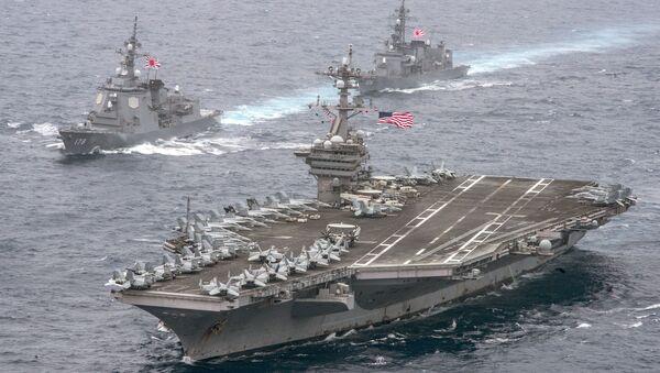 Portaviones USS Carl Vinson transita por el mar de Filipinas escoltado por buques japoneses - Sputnik Mundo