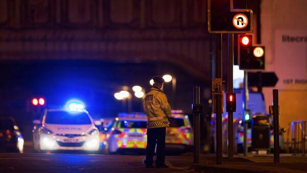 Un policía en la ciudad británica de Mánchester - Sputnik Mundo