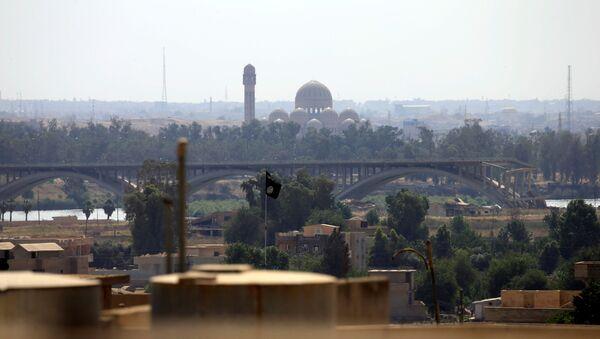 La ciudad de Mosul, Irak, donde se puede ver la bandera de Daesh - Sputnik Mundo