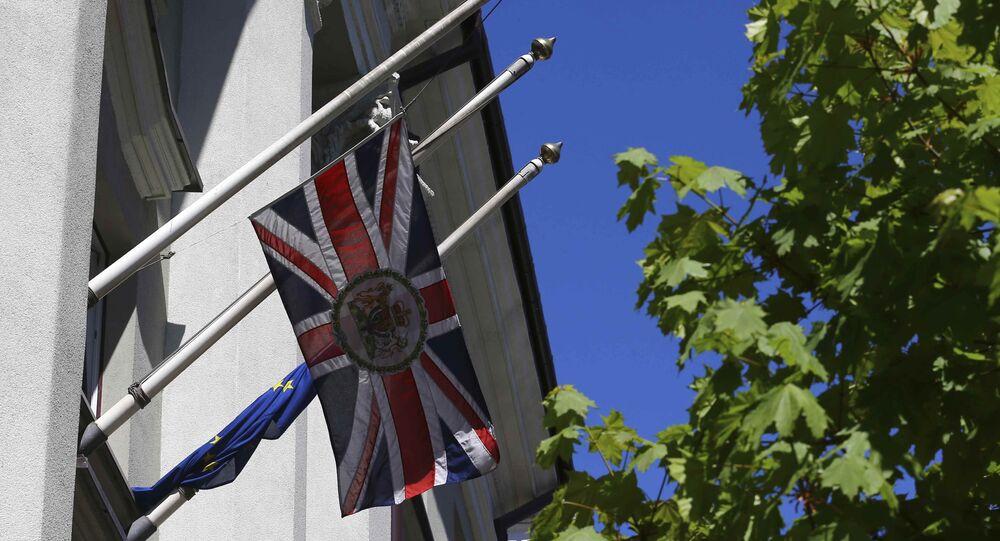 La bandera del Reino Unido ondea a media asta en honor de las víctimas del ataque del Manchester