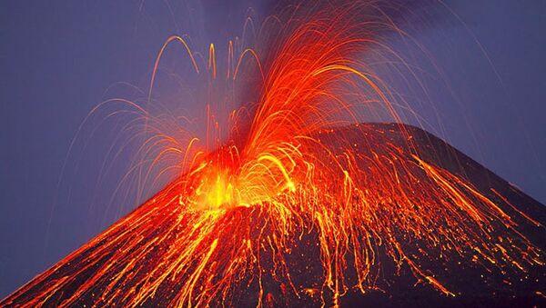 Volcán en erupción - Sputnik Mundo
