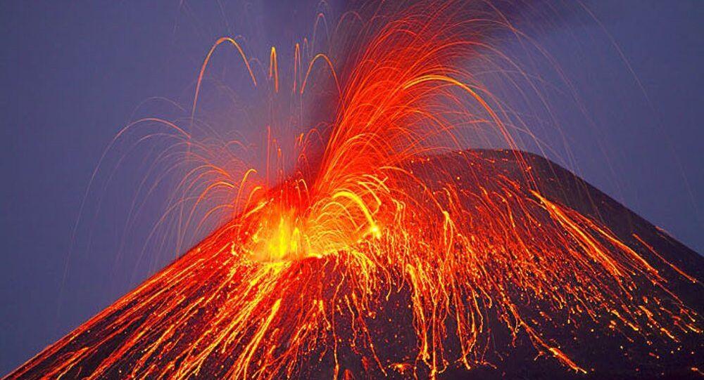 Volcán en erupción (imagen referencial)