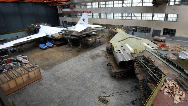 Капитальный ремонт самолетов Ту-160 на Казанском авиазаводе - Sputnik Mundo