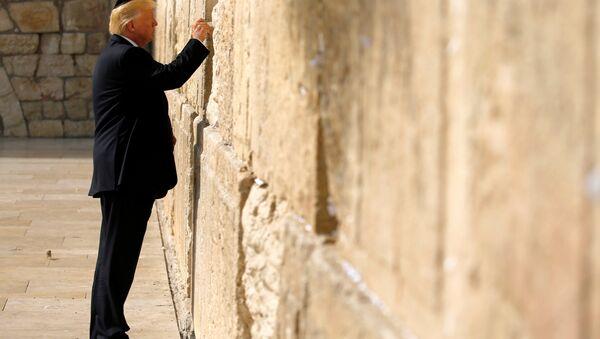 Donald Trump, presidente de EEUU,cerca del Muro de las Lamentaciones - Sputnik Mundo