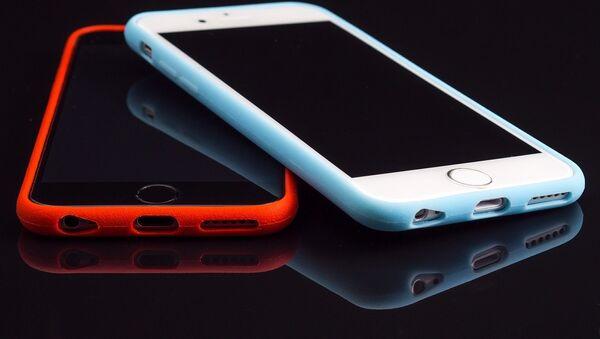 Dos smartphones - Sputnik Mundo