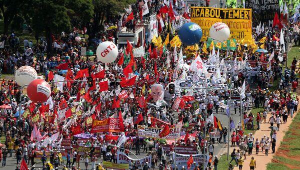 Decenas de miles de manifestantes piden en Brasilia elecciones anticipadas - Sputnik Mundo