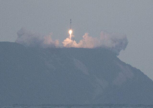 Lanzamiento de un cohete Electron