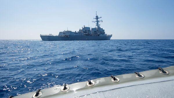Un destructor estadounidense en el mar del Sur de China - Sputnik Mundo