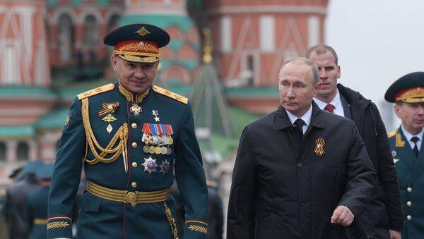 El presidente ruso Vladímir Putin y el ministro de Defensa Serguéi Shoigú - Sputnik Mundo