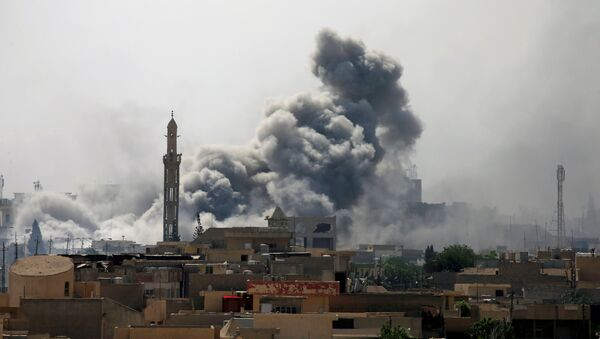 Bombardeo en Mosul, Irak (Archivo) - Sputnik Mundo