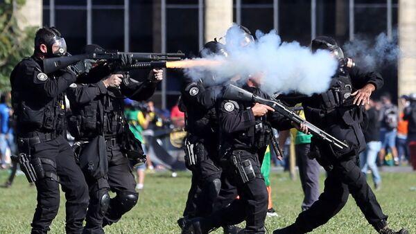 Policía de Brasilia durante las protestas - Sputnik Mundo