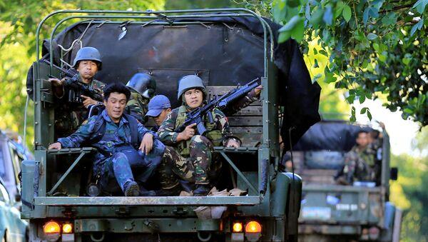 Los soldados filipinos patrullan Marawi - Sputnik Mundo