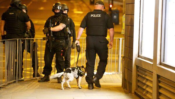 La policía de Mánchester cerca de Manchester Arena - Sputnik Mundo