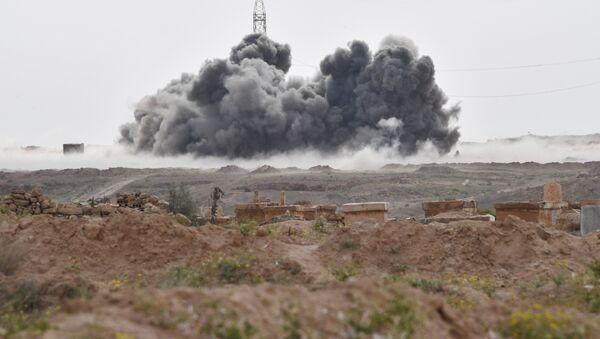 Los ataques de las Fuerzas Aeroespaciales de Rusia contra las posiciones de Daesh cerca de la ciudad siria de Deir Ezzor - Sputnik Mundo