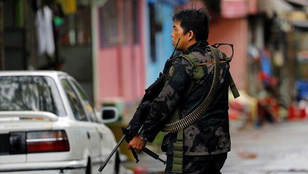 Soldado filipino en Marawi - Sputnik Mundo