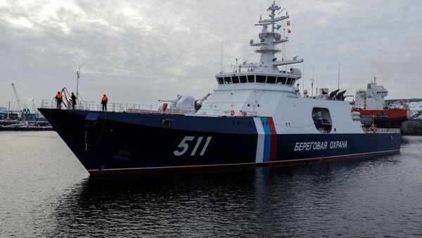 El buque guardacostas Poliarnaya Zvezda ('Estrella Polar', en ruso), del proyecto 22100, en la bahía de Múrmansk. - Sputnik Mundo