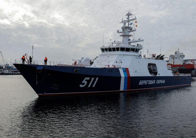 El buque guardacostas Poliarnaya Zvezda ('Estrella Polar', en ruso), del proyecto 22100, en la bahía de Múrmansk.