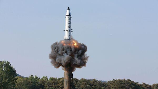 Corea del Norte lanza misil balístico (archivo) - Sputnik Mundo
