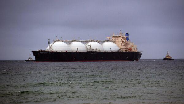 Buque cisterna con el gas licuado - Sputnik Mundo