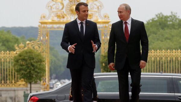 Emmanuel Macron, presidente de Francia, y Vladímir Putin, presidente de Rusia - Sputnik Mundo
