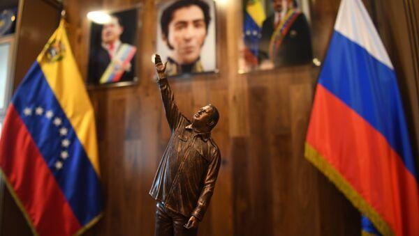 Estatuilla de Hugo Chávez - Sputnik Mundo