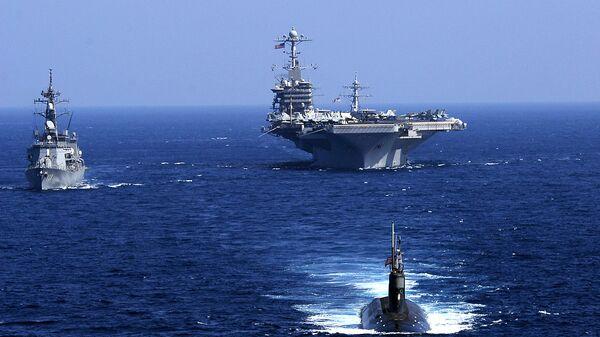 El submarino estadounidense USS Seawolf, junto al portaviones USS John C. Stennis y el destructor japonés JS Oonami, 12 de febrero de 2009 - Sputnik Mundo