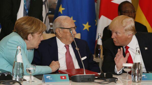 Donald Trump y Ángela Merkel - Sputnik Mundo