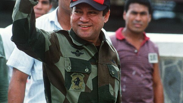 A photo taken 04 October 1989 shows former Panamanian strongman General Manuel Noriega waving as he left his headquarters in Panama City following a failed coup against him - Sputnik Mundo