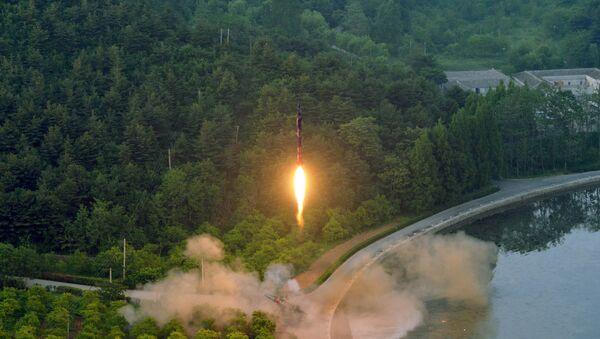 Ensayo de un misil balístico norcoreano  - Sputnik Mundo