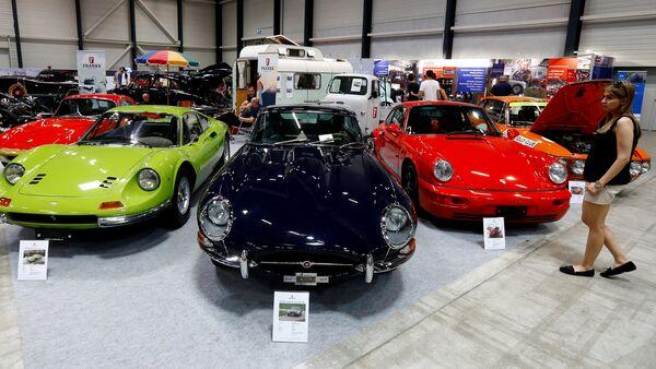 Lucerna presume de automóviles retro en una exposición - Sputnik Mundo