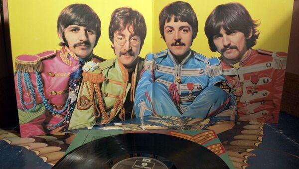 Un vinilo de 'Sgt. Pepper's Lonely Hearts Club Band' - Sputnik Mundo