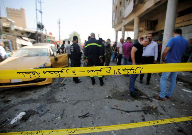 Cordon policial alrededor de la zona afectada por la explosión en Bagdad, Irak