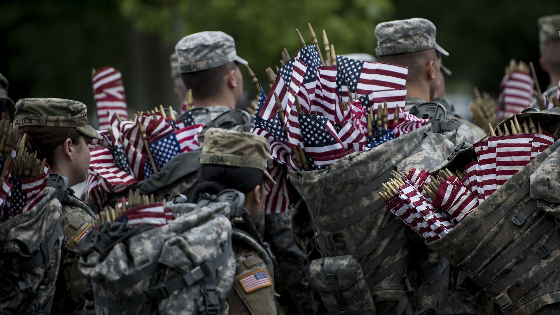 Soldados estadounidenses con banderas del país - Sputnik Mundo, 1920, 21.03.2021
